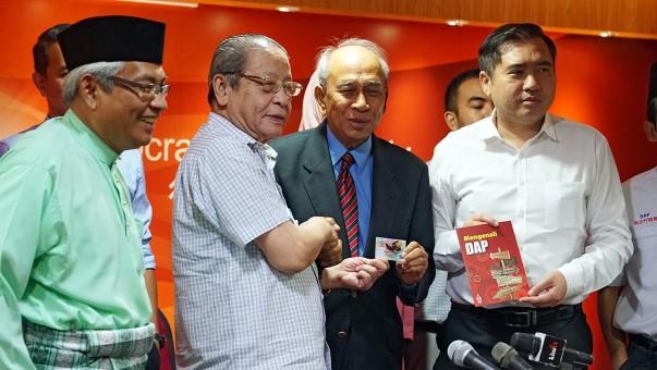 Bekas diplomat sertai DAP perkukuh kedudukan parti.